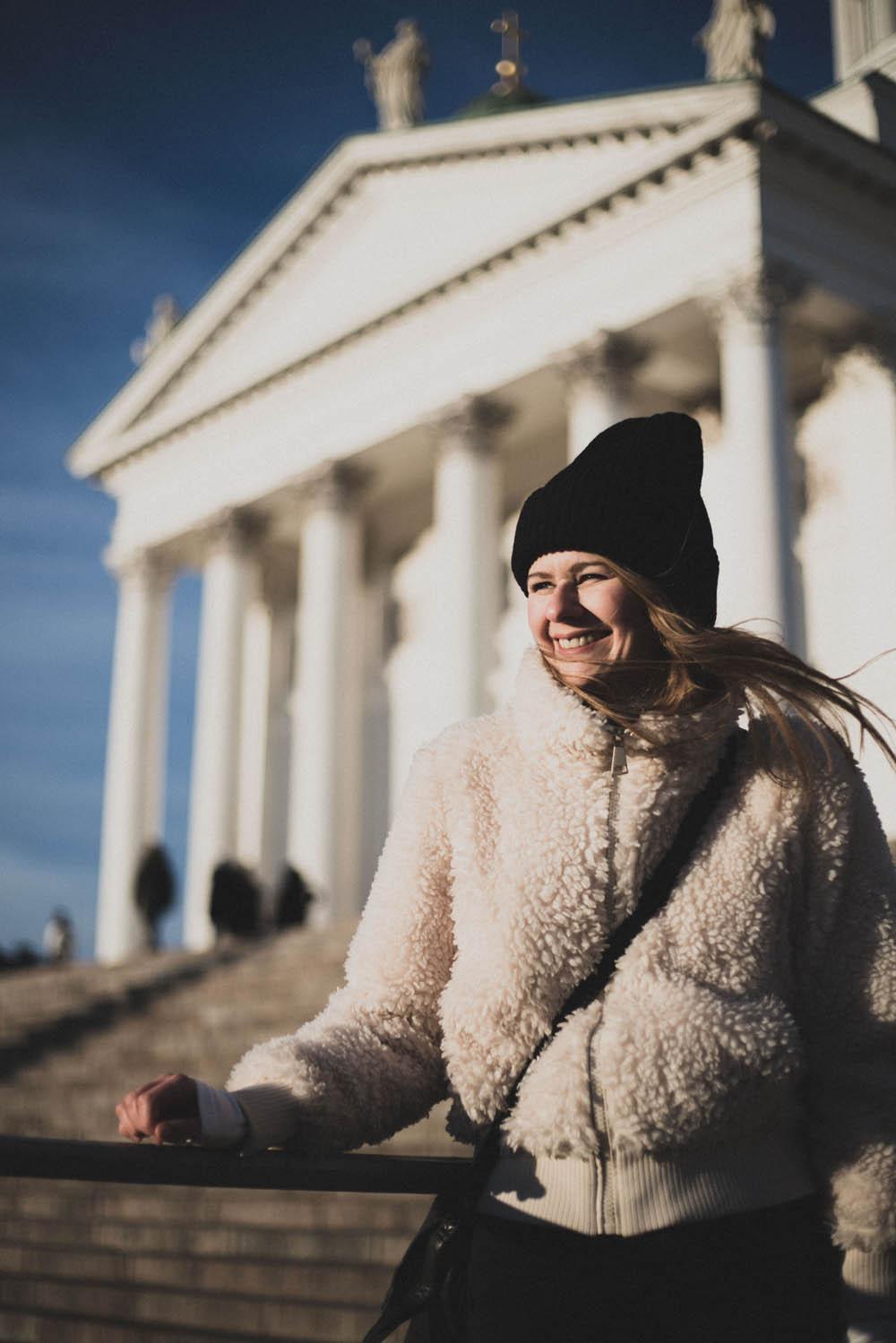 vor dem Dom in Helsinki