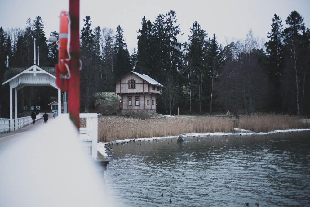 Weg über die Brücke nach Seurasaari